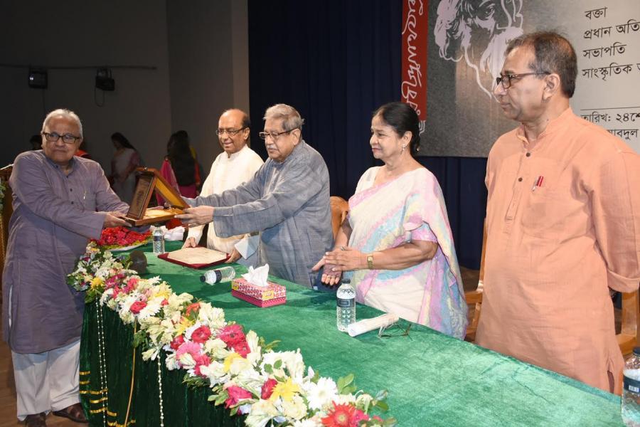 হায়াৎ মামুদ ও মিতা হক 'রবীন্দ্র পুরস্কার' পেলেন