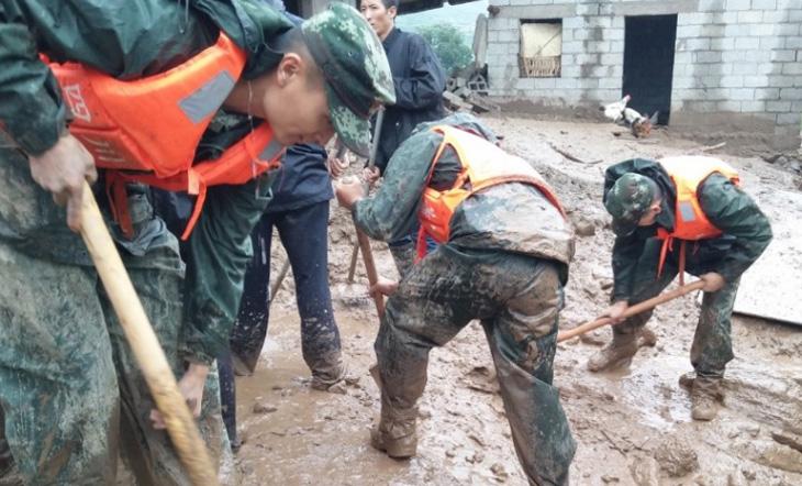 চীনে প্রবল বর্ষণে ভূমিধসে ৮ জন নিহত