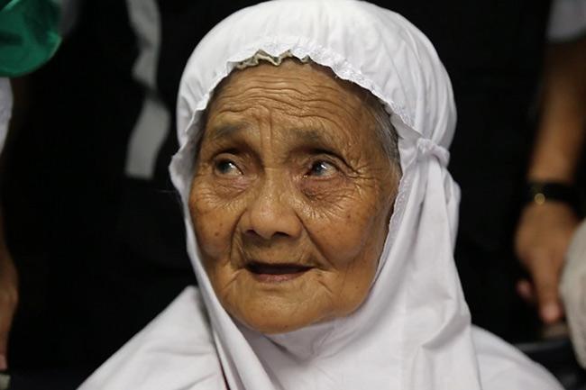 ১০৪ বছর বয়সে হজে ইন্দোনেশীয় নারী ইবু মারিয়া