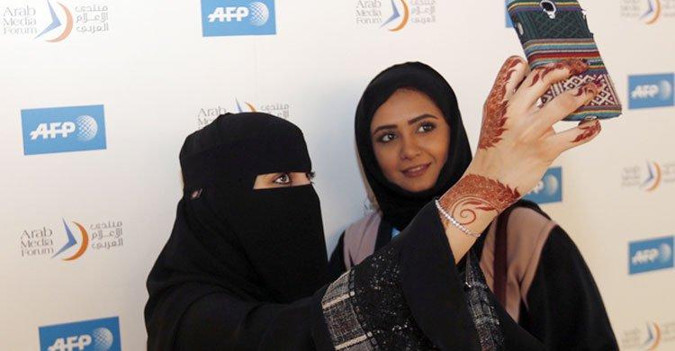 সংযুক্ত আরব আমিরাতের জনসংখ্যার ৩১ শতাংশ নারী