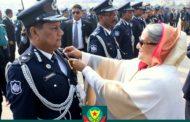 বিপিএম সাহসিকতা পদক পেলেন ডিএমপি কমিশনার