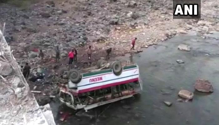 সেতু ভেঙে নদীতে যাত্রীবাহী বাস: মৃত ৯