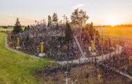 দুই লাখের বেশি ক্রুসের পাহাড় লিথুয়ানিয়ায়