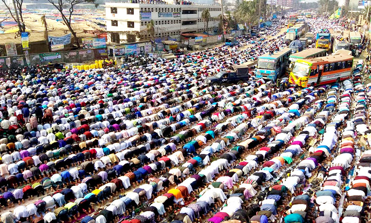লাখো মুসল্লির অংশগ্রহণে বিশ্ব ইজতেমায় জুমার নামাজ আদায়