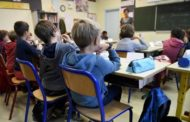 স্কুল খুলেই বন্ধ করে দিচ্ছে ফ্রান্স