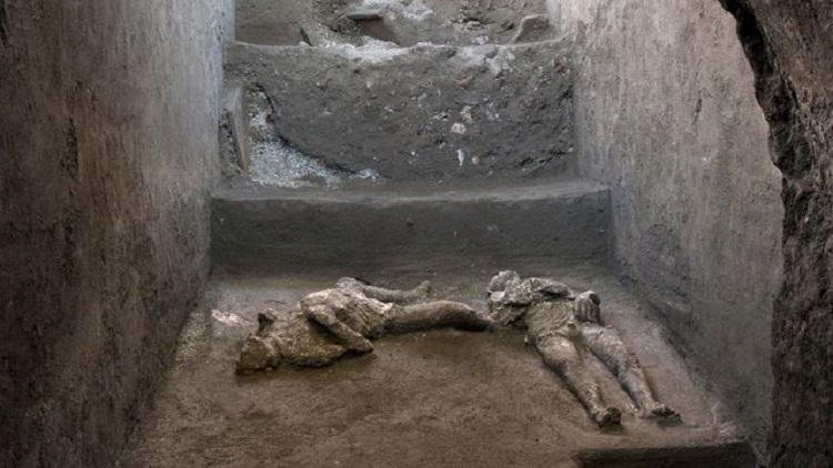 প্রাচীন পম্পেই নগরীর দুই ব্যক্তির দেহাবশেষ আবিস্কার