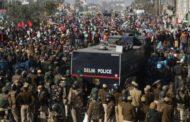 হাজার হাজার কৃষকের আন্দোলনে অবরুদ্ধ ভারতের রাজধানী দিল্লি