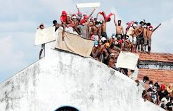 শ্রীলঙ্কায় করোনা আতঙ্কে কারাগার থেকে কয়েক'শ বন্দির মুক্তি