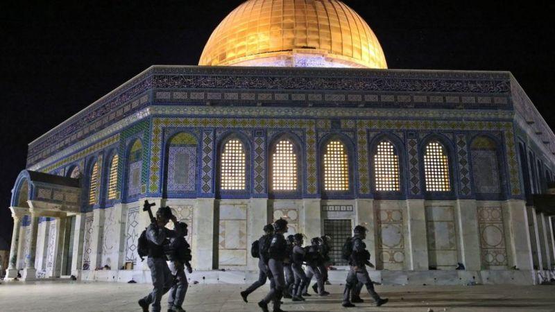 আল-আকসা মসজিদ: জেরুজালেমে সংঘর্ষে দেড় শতাধিক ফিলিস্তিনি আহত